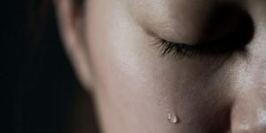 Cum să îți controlezi emoțiile negative (conține video)